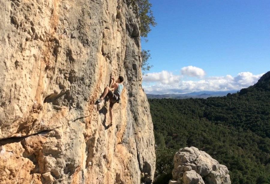 leisure-sports-rock-climbing